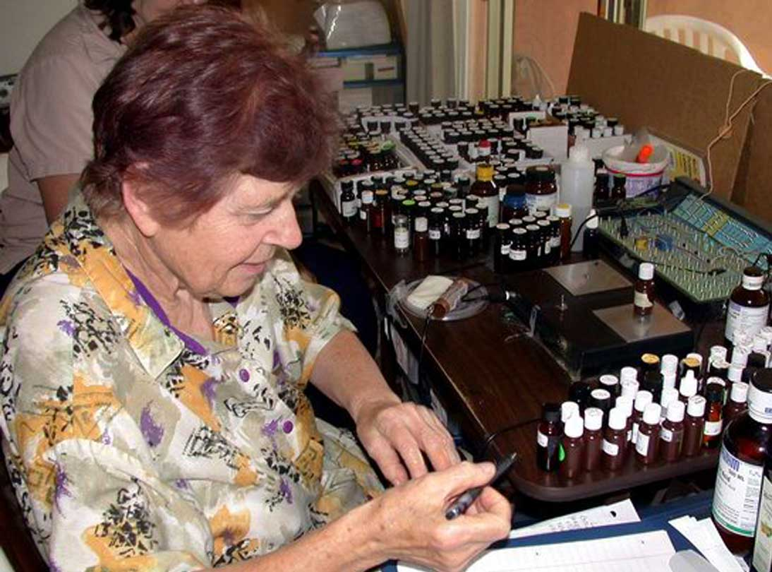 Hulda Clark busy testing with the Syncrometer